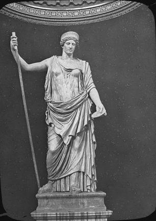 A white statue of the goddess Juno.
