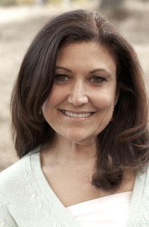 Jennifer Moss Headshot